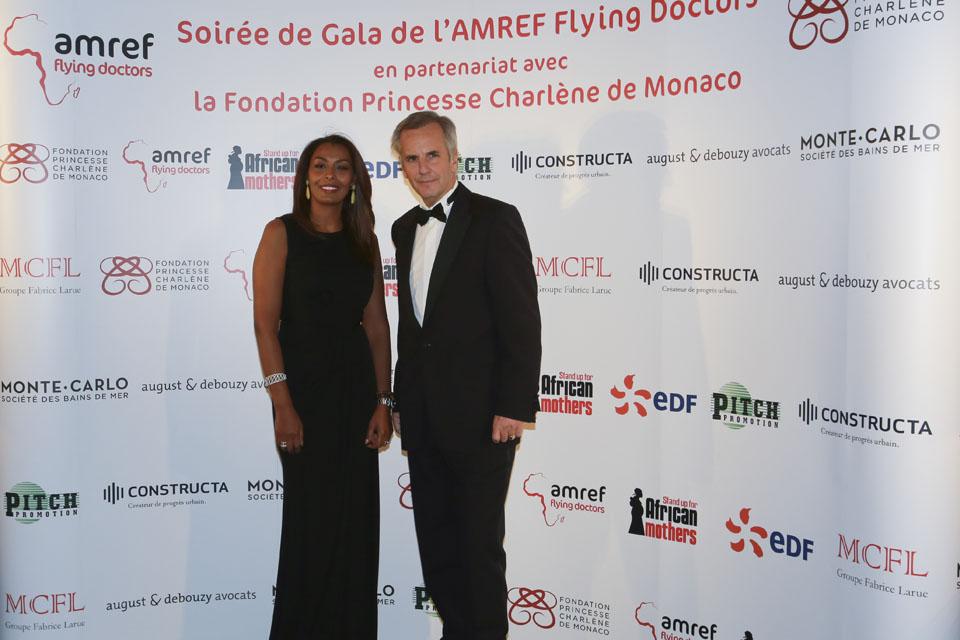 Samira Ibrahim et Bernard de la Villardière - crédits : Cédric Danonville / AMREF Flying Doctors