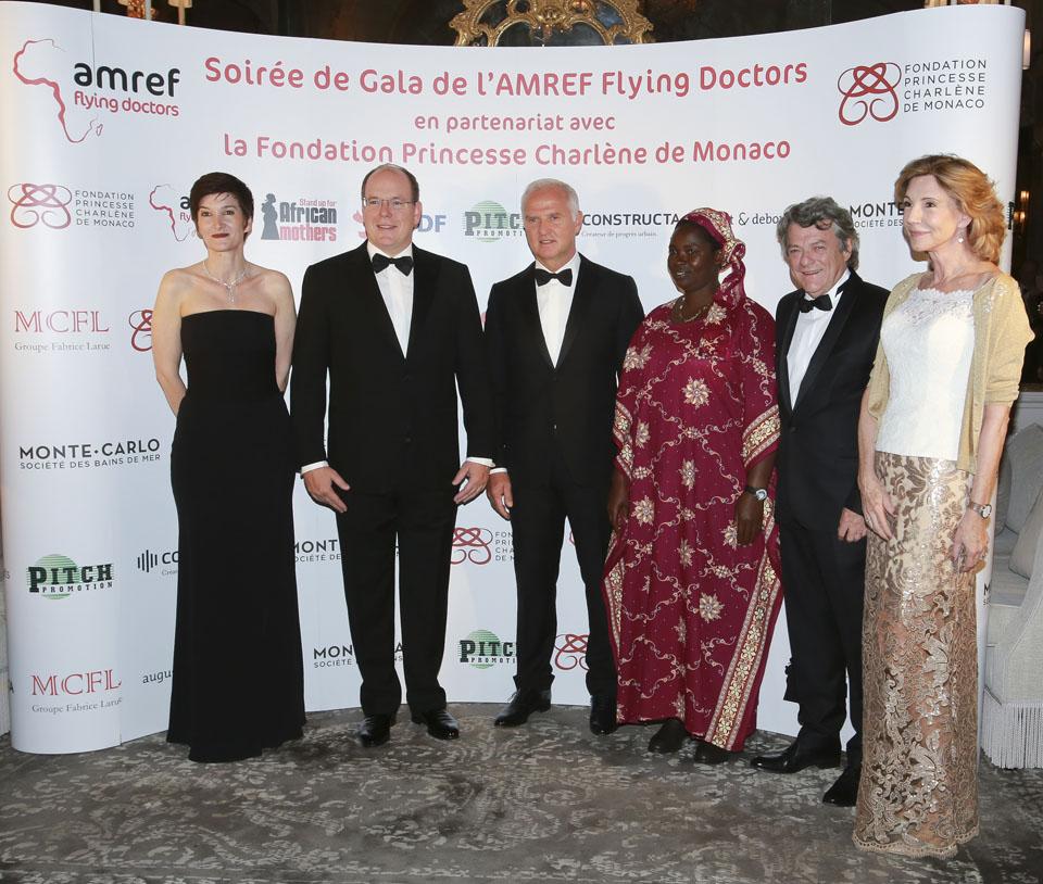 Le Prince Albert et ses invités - crédits : Cédric Danonville / AMREF Flying Doctors