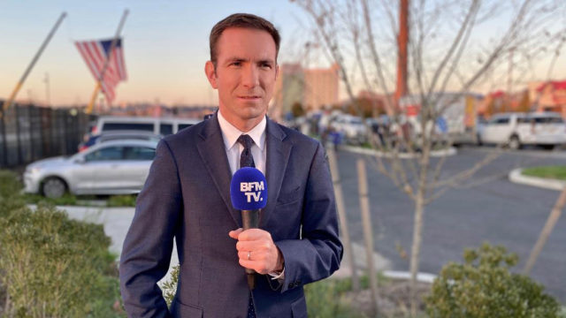 Cédric Faîche devant le QG de Joe Biden, le 3 novembre - telesphere.fr