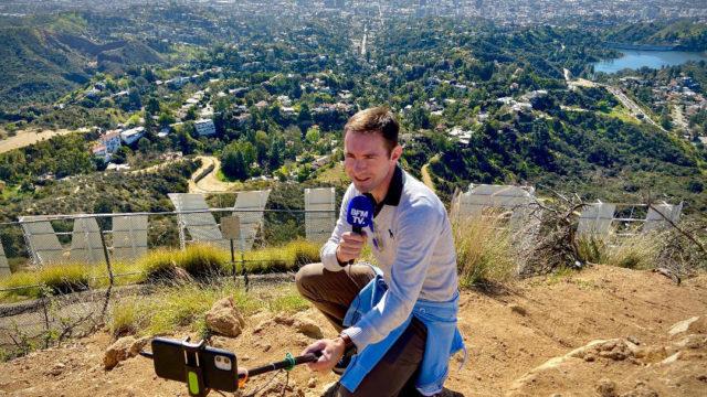 Cédric Faîche derrière le Hollywood sign à Los Angeles - telesphere.fr